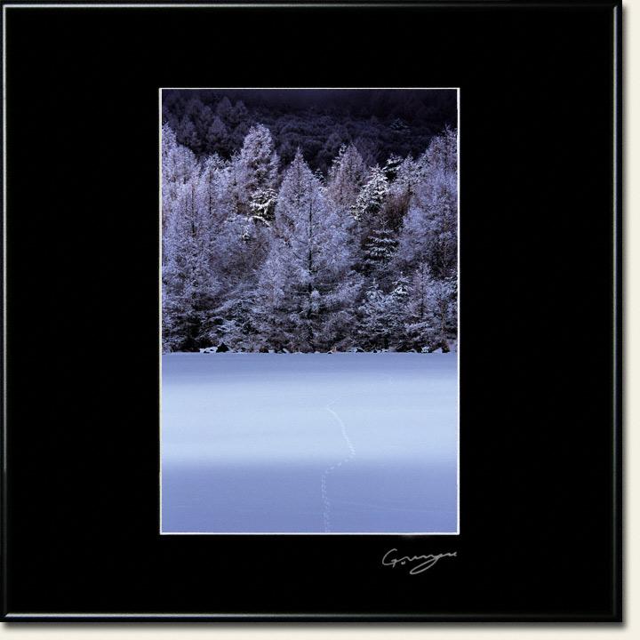 樹氷と湖上の足跡