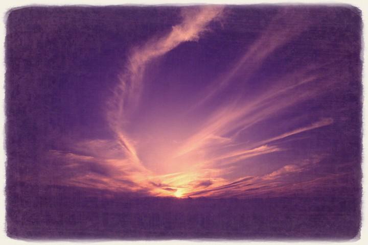 日没の高い空の雲