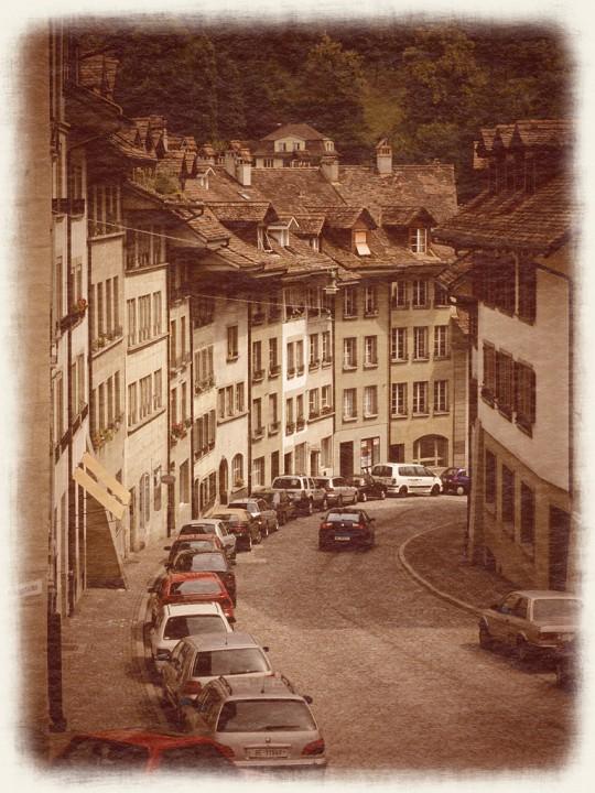 ベルン旧市街の曲がる坂道