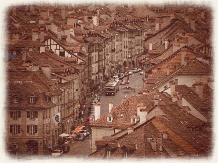 ベルン旧市街の街並とトロリーバス